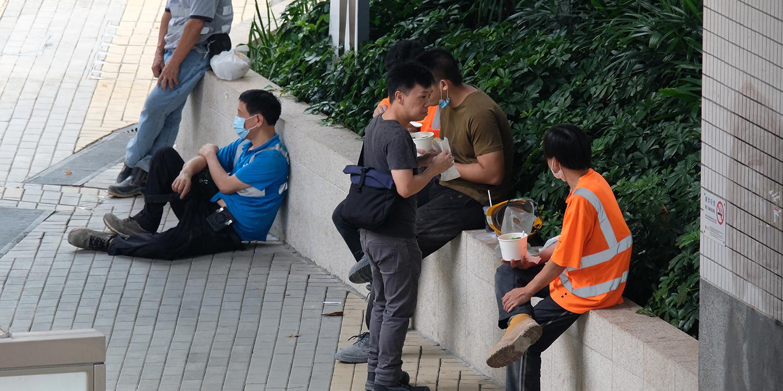 圖集|全日禁堂食 市民街邊開餐