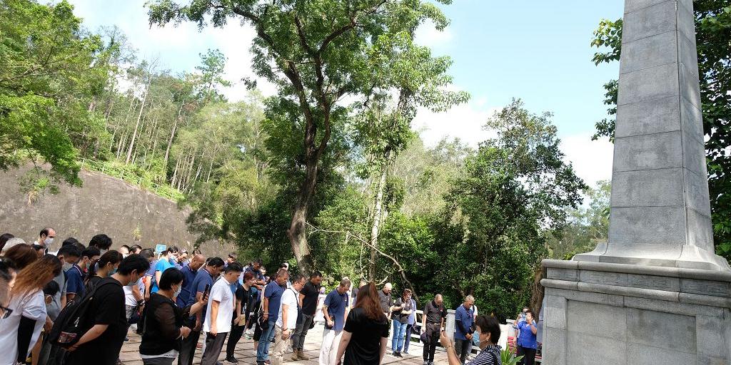圖集|930烈士紀念日 逾百市民赴紀念園默哀致敬