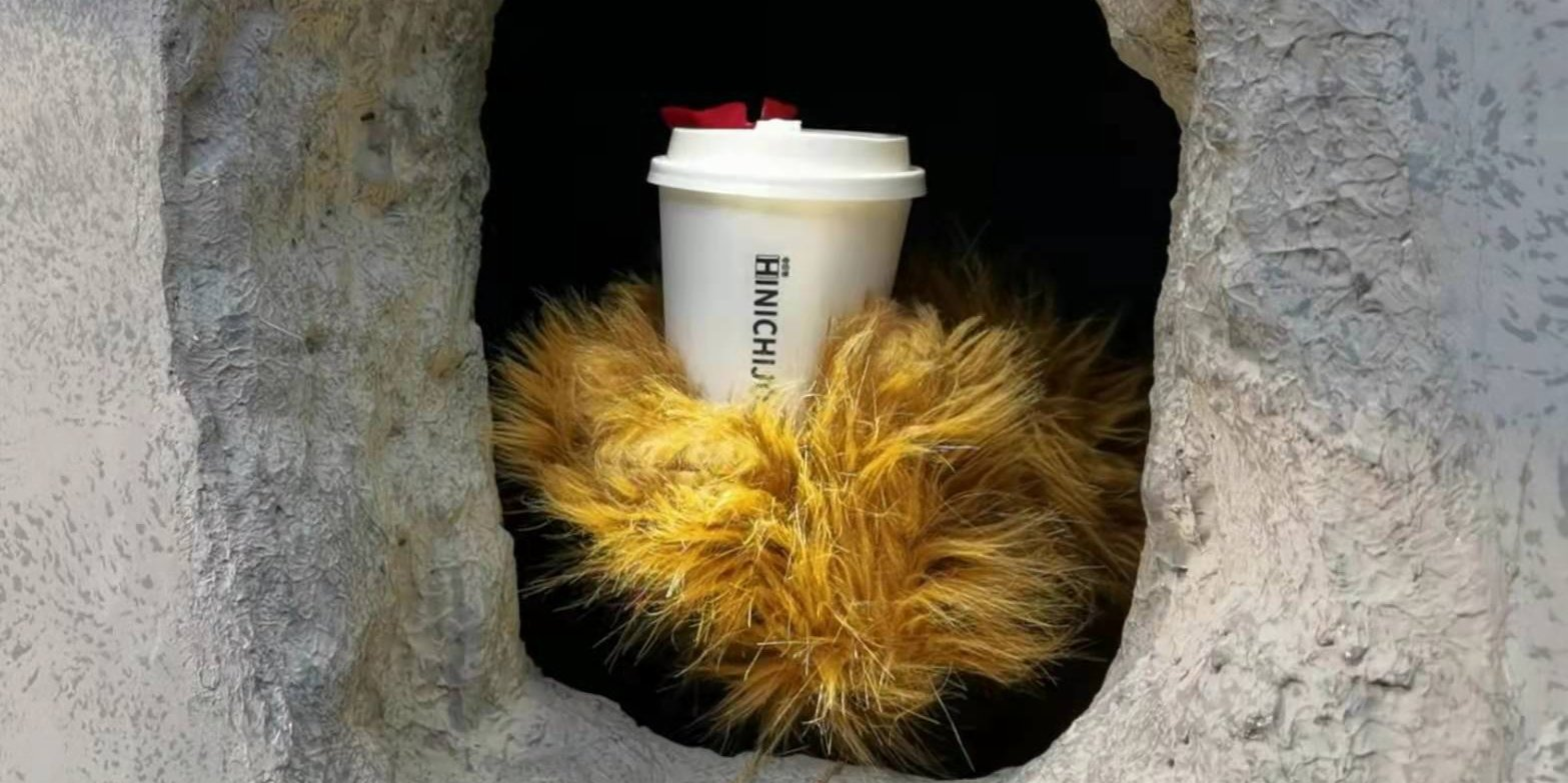 Coffee sent out by 'bear claws' from hole-in-the-wall: Shanghai's trending beverage shop