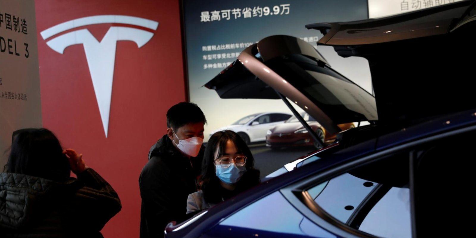 Tesla hunts for design chief to create cars for China