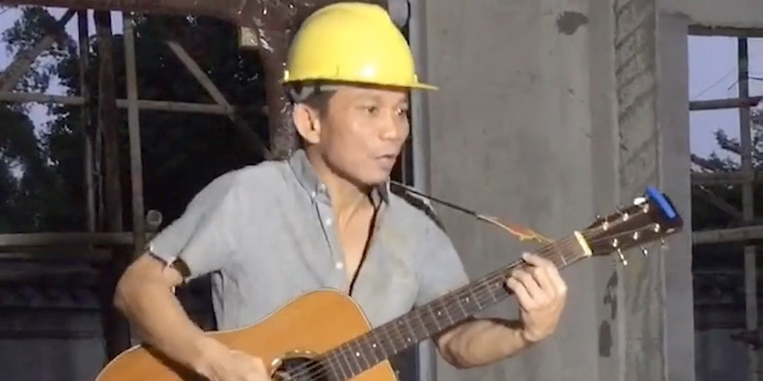 OMG | Chinese worker singing legendary songs