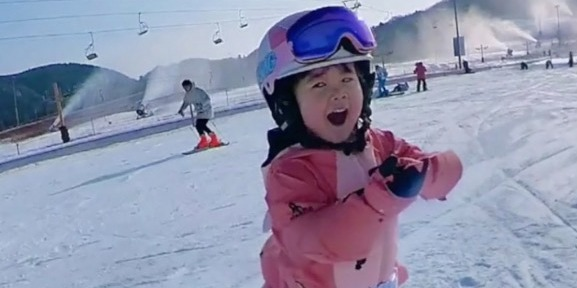 OMG | Three-year-old Chinese toddler skis like an old hand