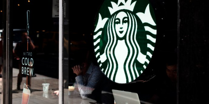 Xi encourages Starbucks to help promote China-US ties