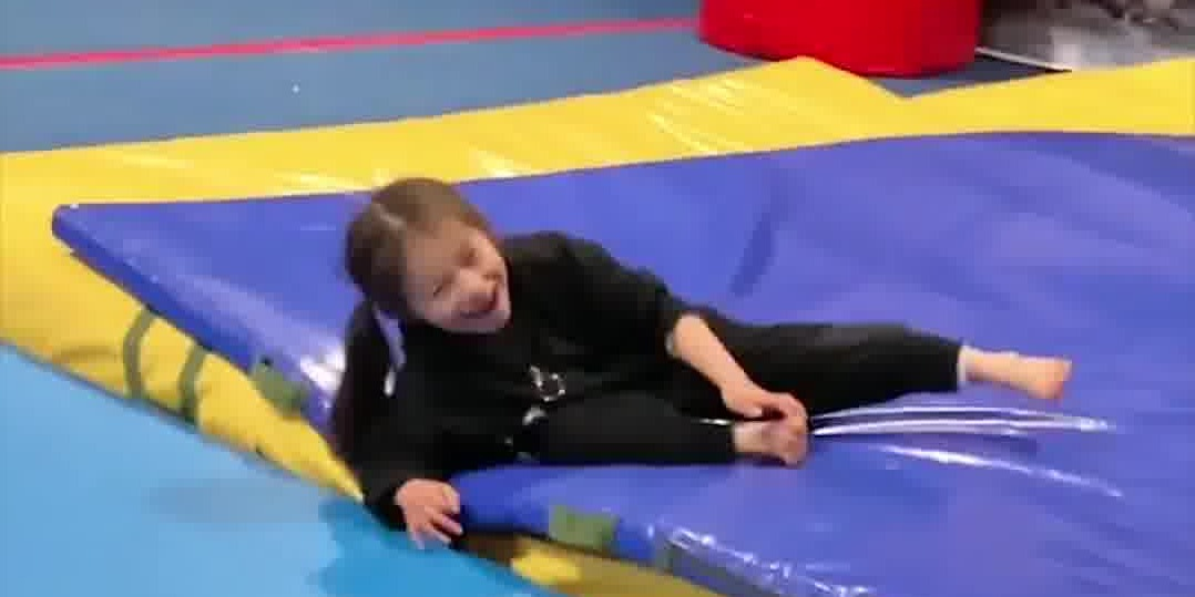 OMG | 7-year-old Chinese girl shows incredible flips