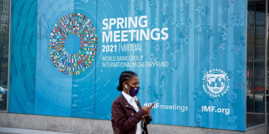 IMF upgrades global growth forecast to 6 pct, highlights divergence in recovery