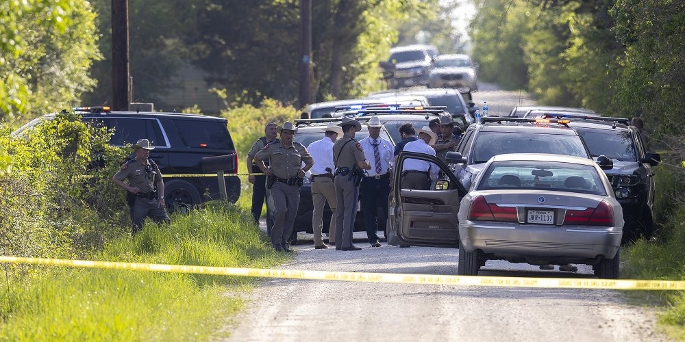 Gunman kills 1, wounds 6 in shooting at Texas cabinet business