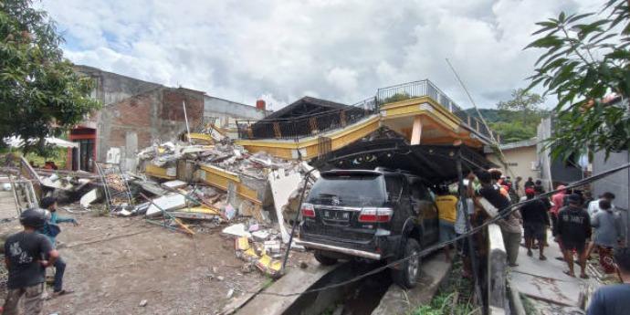 Six people killed after 6.0 magnitude earthquake rocks Indonesia