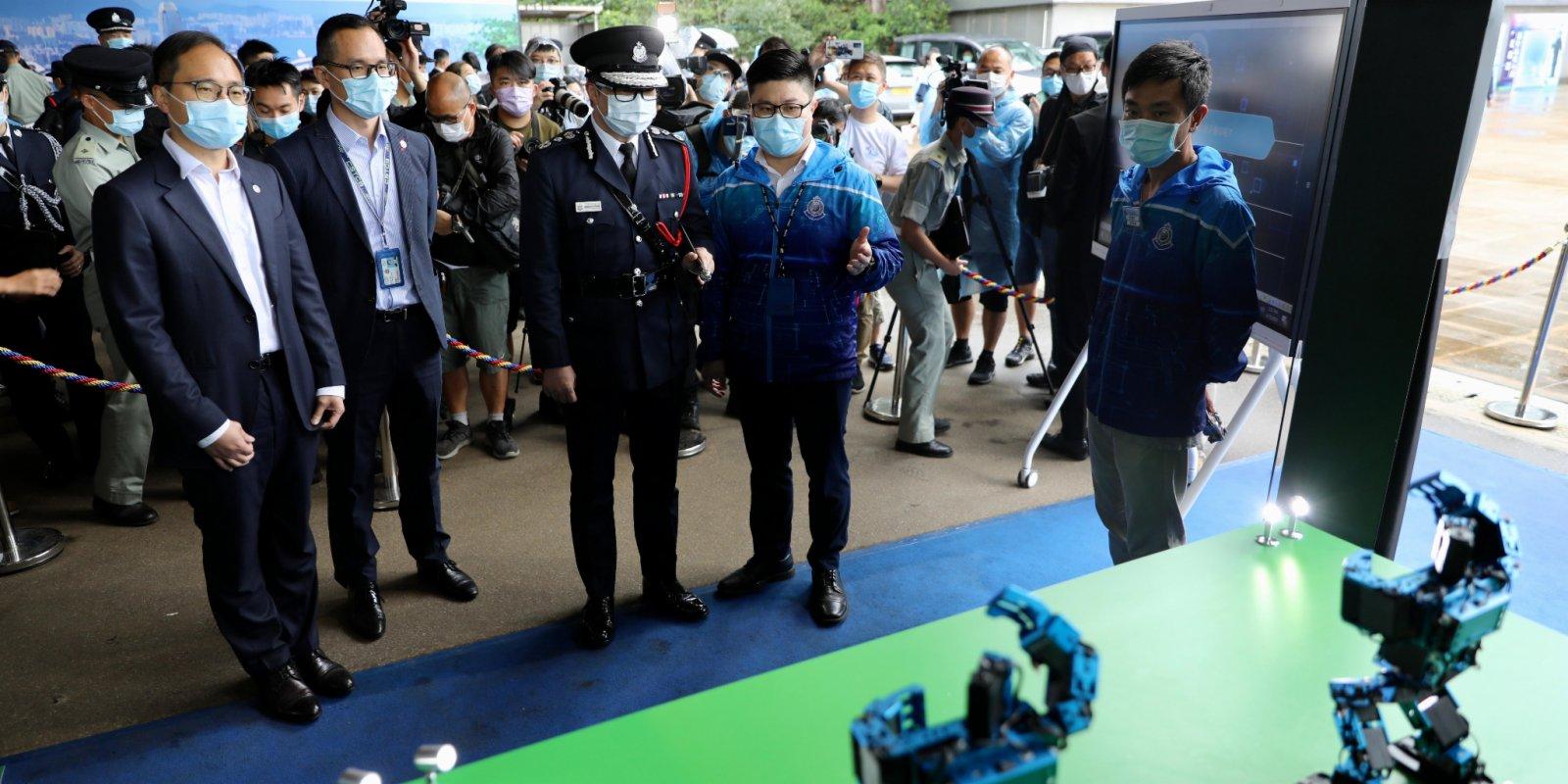 圖集 鄧炳強出席警察學院開放日 與市民互動合影