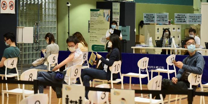 逾111萬市民已打疫苗 近72萬人完成兩針接種