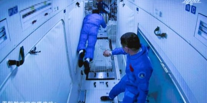 Chinese astronauts enjoy many food, beverage choices in orbit