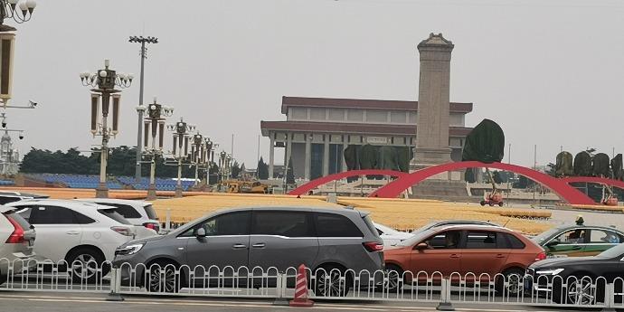 (有片)點新聞記者探班天安門:觀禮台鋪紅加座 廣場裝椅