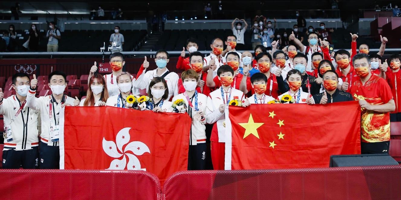 歷史性一刻!乒乓女團金銅牌都屬於中國 國家隊和香港隊賽後合影