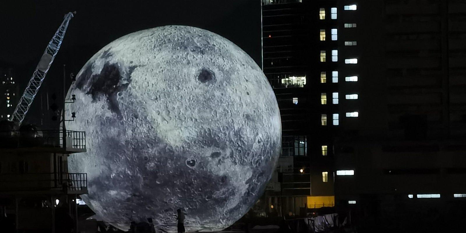(多圖)觀塘海濱人流熙攘 「巨型月亮」成打卡熱點