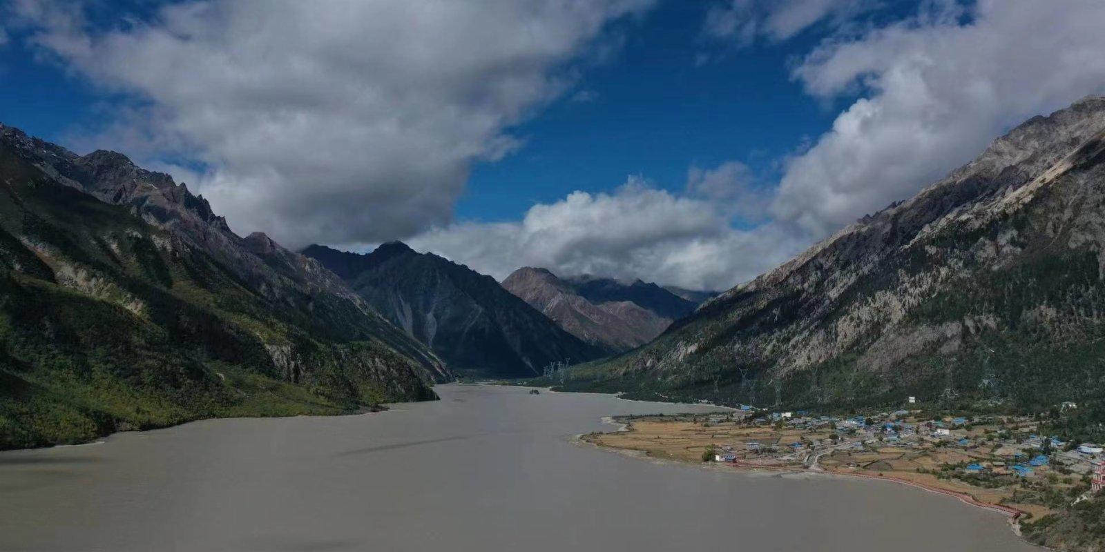 21世紀西行漫記西藏篇(3)—— 「怒江巨人」和「童話小屋」